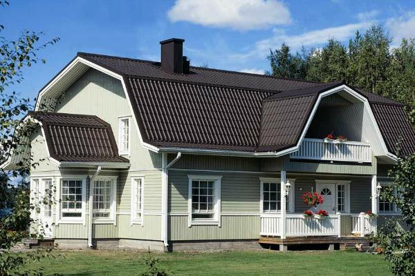 Красивый дом под мансардной крышей