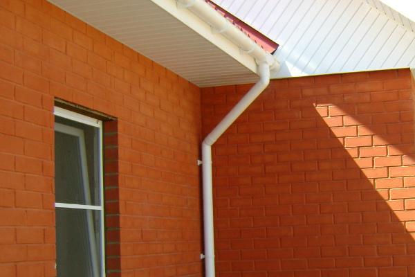 Организованный водосток с крыши