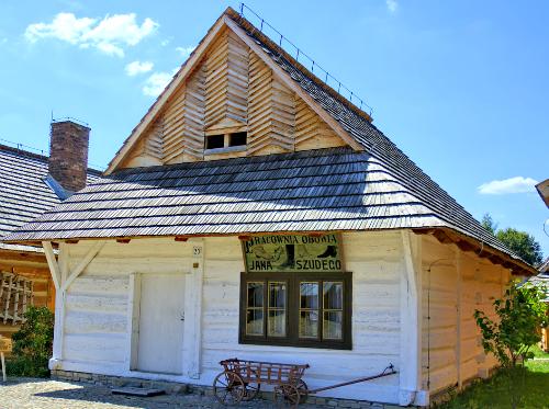 Крыша полувальмовая четырехскатная